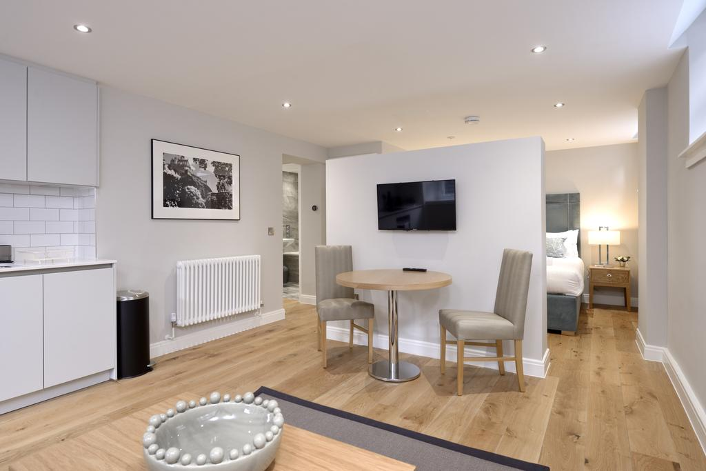 Luxury-Accommodation-Edinburgh---New-Town-Apartments--Thistle-Street---Urban-Stay-2