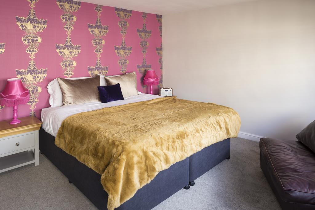 Luxury-Apartments-Bath---Queen-Street-Apartments-Near-The-Circus-Bath---Urban-Stay-3