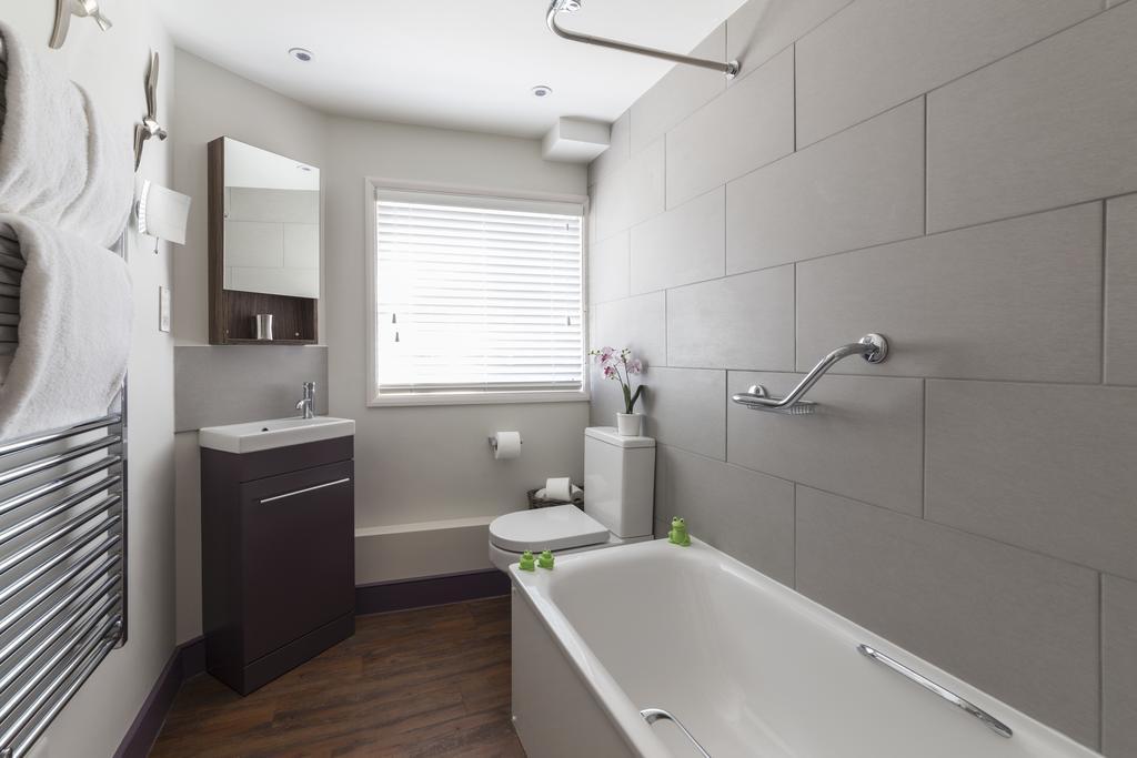 Luxury-Apartments-Bath---Queen-Street-Apartments-Near-The-Circus-Bath---Urban-Stay-5