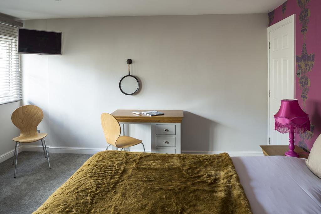 Luxury-Apartments-Bath---Queen-Street-Apartments-Near-The-Circus-Bath---Urban-Stay-6