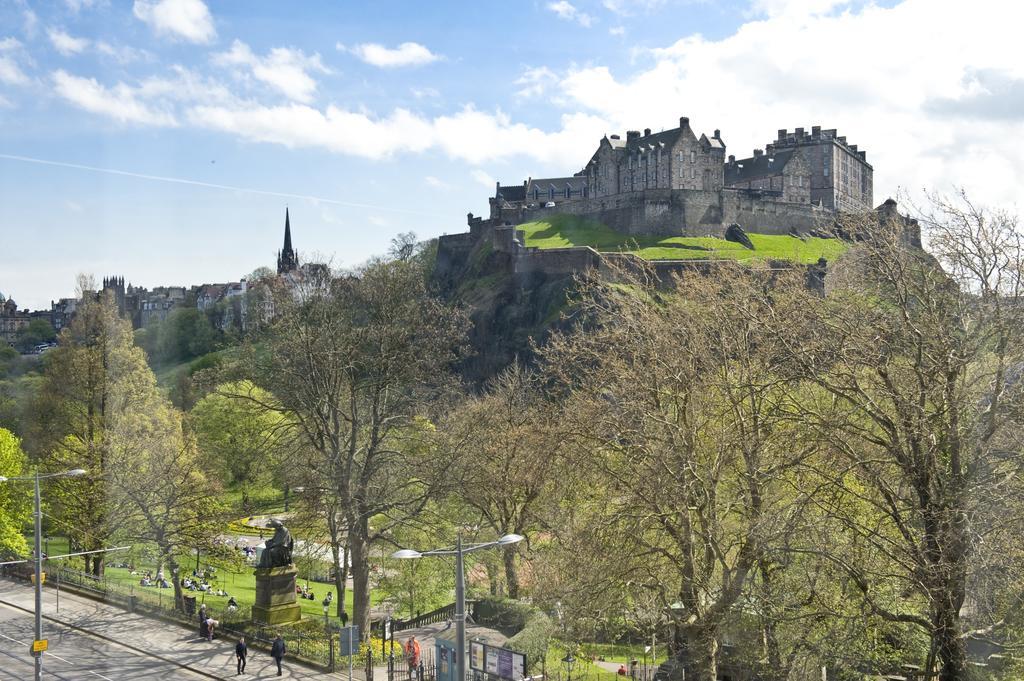 Luxury-Apartments-Edinburgh---Charlotte-Square-Apartments-Near-Royal-Mile---Urban-Stay-3
