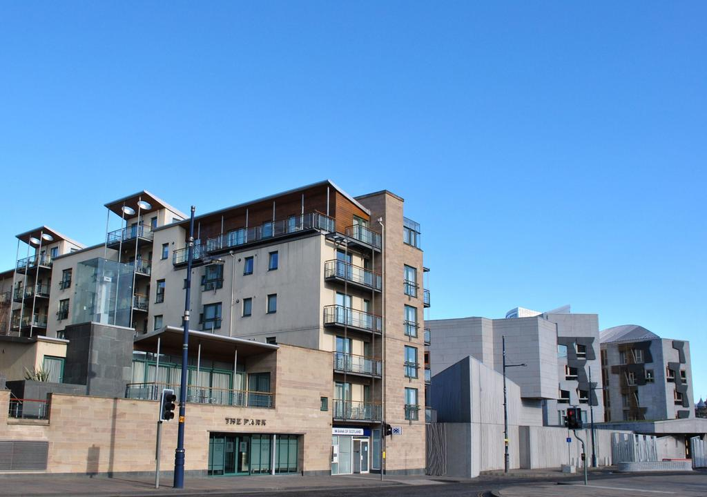 Luxury-Apartments-Edinburgh---Holyrood-Apartments-Near-The-Royal-Mile---Urban-Stay-1