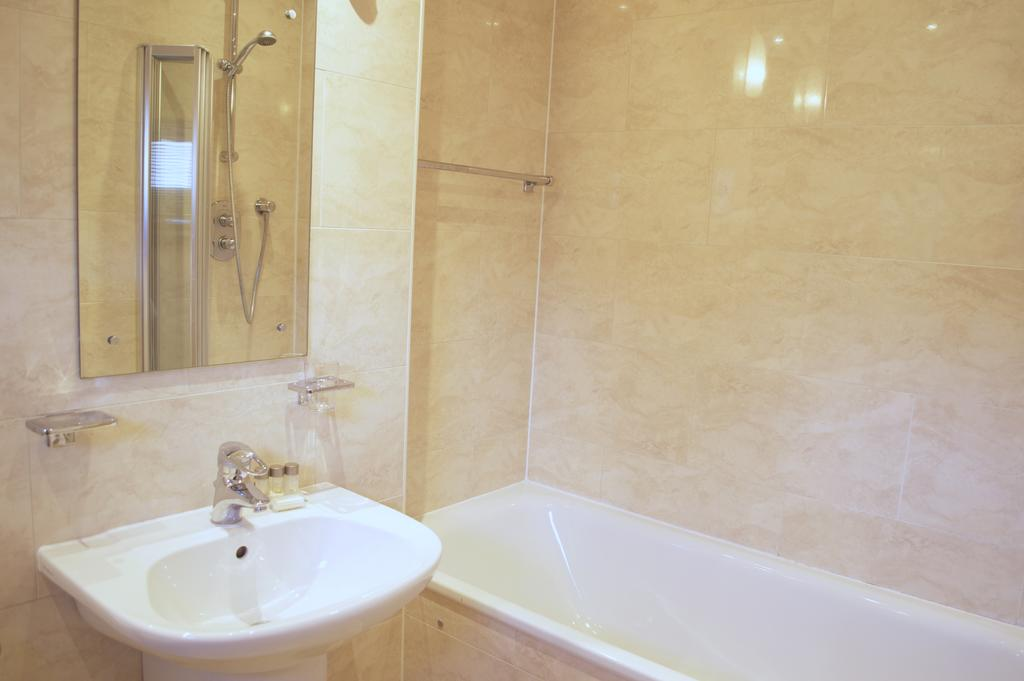 Luxury-Apartments-Edinburgh---Holyrood-Apartments-Near-The-Royal-Mile---Urban-Stay-15