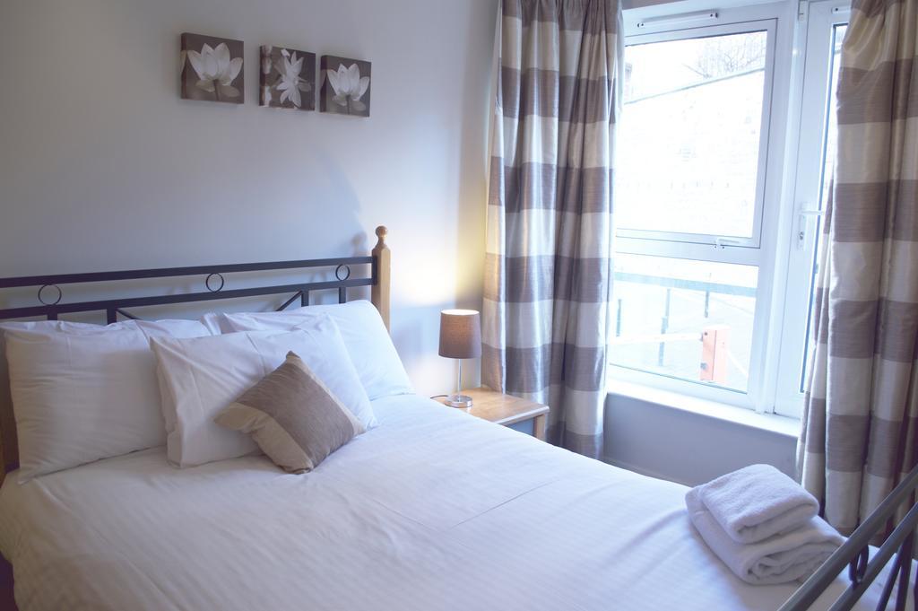 Luxury-Apartments-Edinburgh---Holyrood-Apartments-Near-The-Royal-Mile---Urban-Stay-17