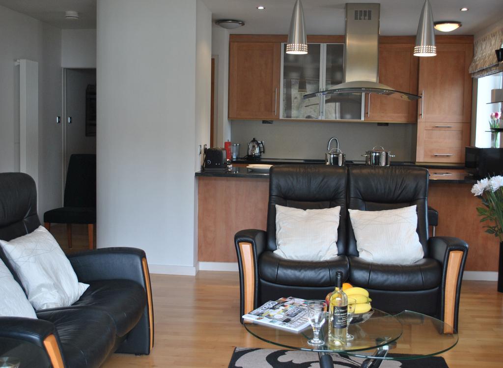 Luxury-Apartments-Edinburgh---Holyrood-Apartments-Near-The-Royal-Mile---Urban-Stay-4