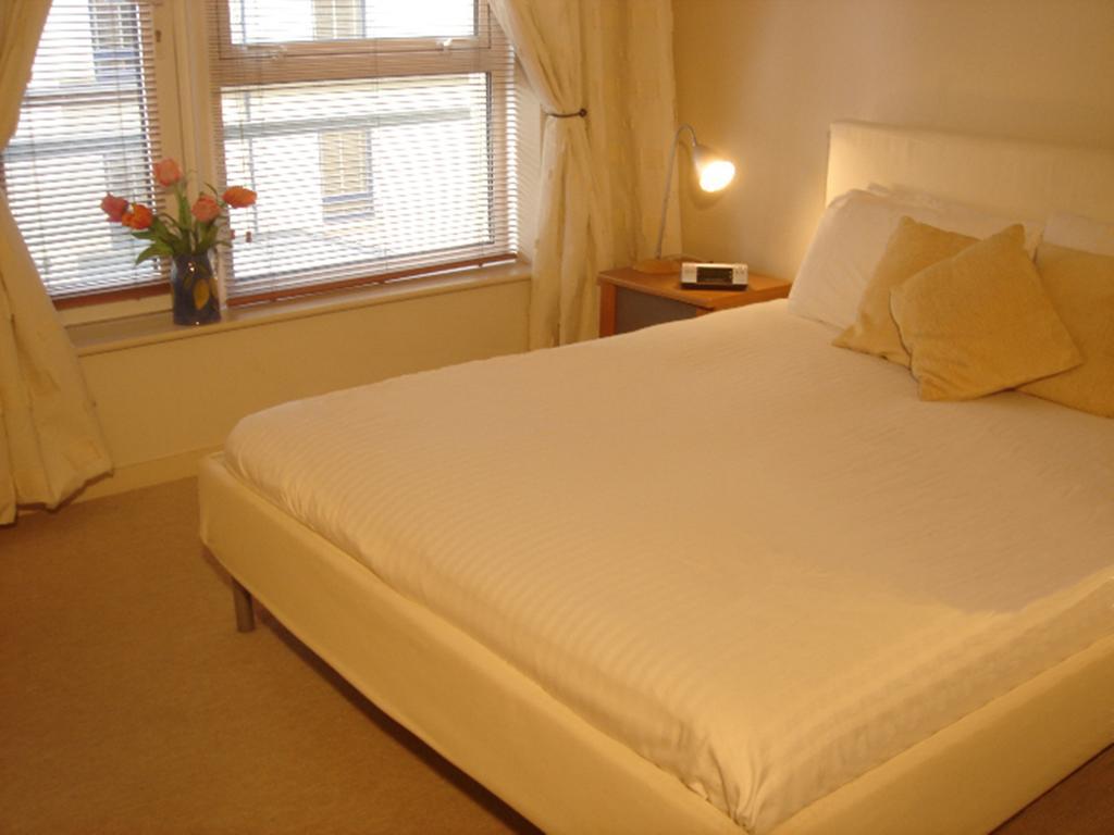 Luxury-Apartments-Edinburgh---Holyrood-Apartments-Near-The-Royal-Mile---Urban-Stay-5