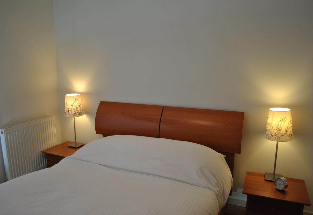 Luxury-Apartments-Edinburgh---Holyrood-Apartments-Near-The-Royal-Mile---Urban-Stay-9