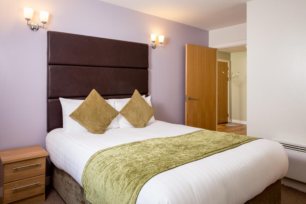 Luxury-Apartments-Leeds---Headingley-Apartments-Near-Trinity-Leeds---Urban-Stay-10