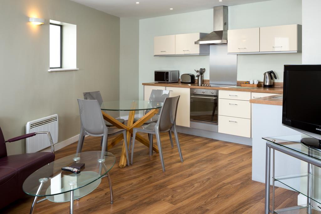 Luxury-Apartments-Leeds---Headingley-Apartments-Near-Trinity-Leeds---Urban-Stay-11