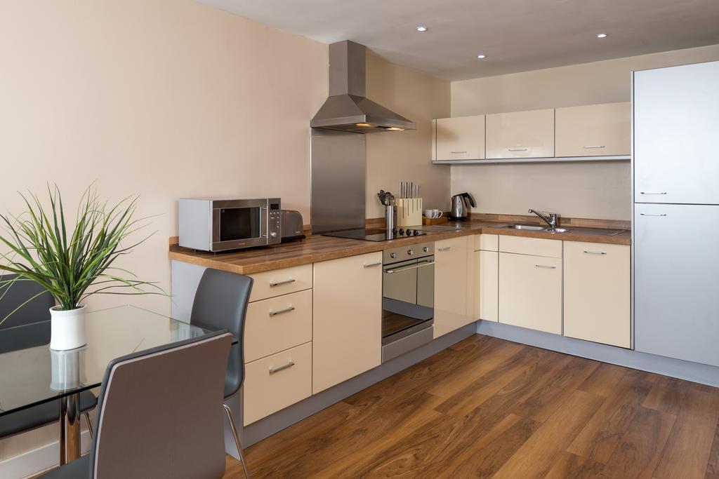 Luxury-Apartments-Leeds---Headingley-Apartments-Near-Trinity-Leeds---Urban-Stay-2
