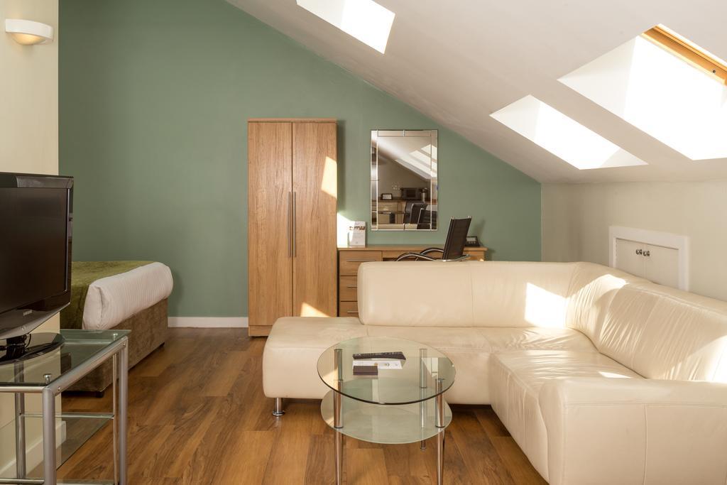 Luxury-Apartments-Leeds---Headingley-Apartments-Near-Trinity-Leeds---Urban-Stay-8