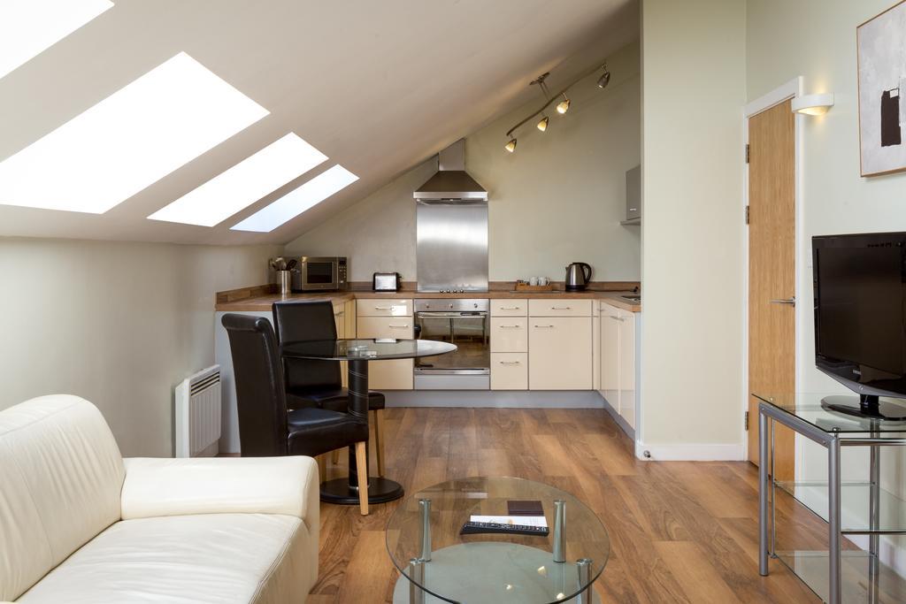 Luxury-Apartments-Leeds---Headingley-Apartments-Near-Trinity-Leeds---Urban-Stay-9
