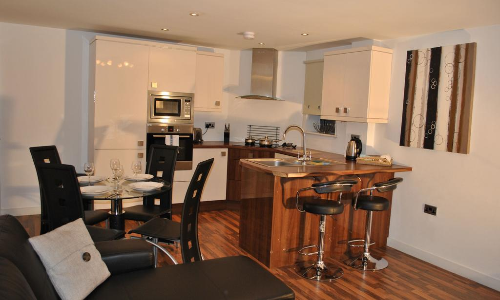 Manchester-Corporate-Accommodation---City-West-Apartments-Near-ManchesterArena---Urban-Stay-2