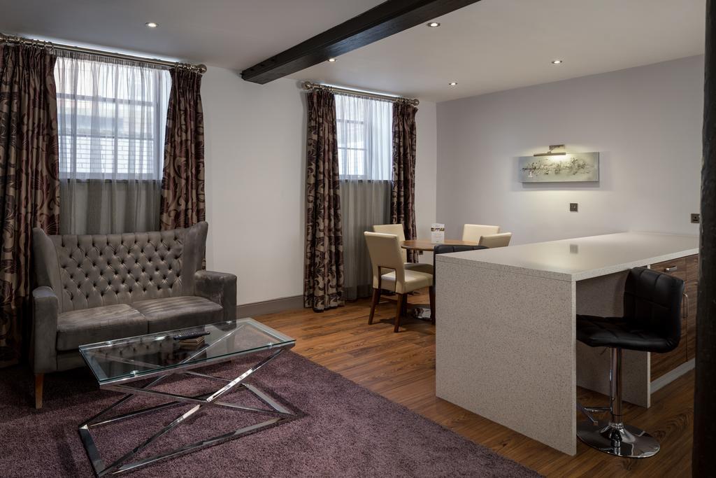 Newcastle-Luxury-Accommodation---Newcastle-City-Apartments-Near-St-James-Park---Urban-Stay-12
