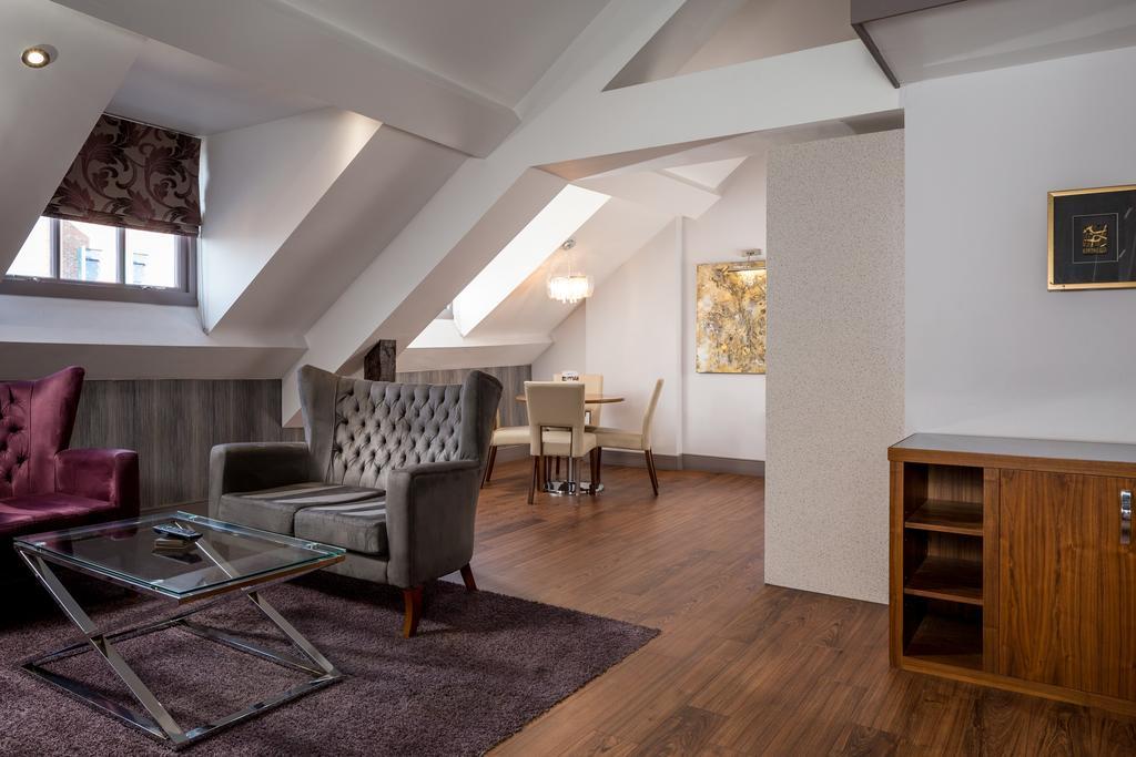 Newcastle-Luxury-Accommodation---Newcastle-City-Apartments-Near-St-James-Park---Urban-Stay-9