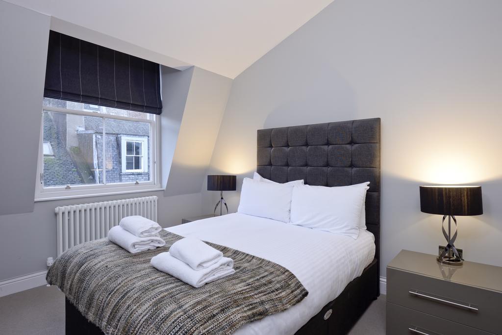 Self-Catering-Accommodation-Edinburgh---Hill-Street-Apartments---Edinburgh-Castle---Urban-Stay-10