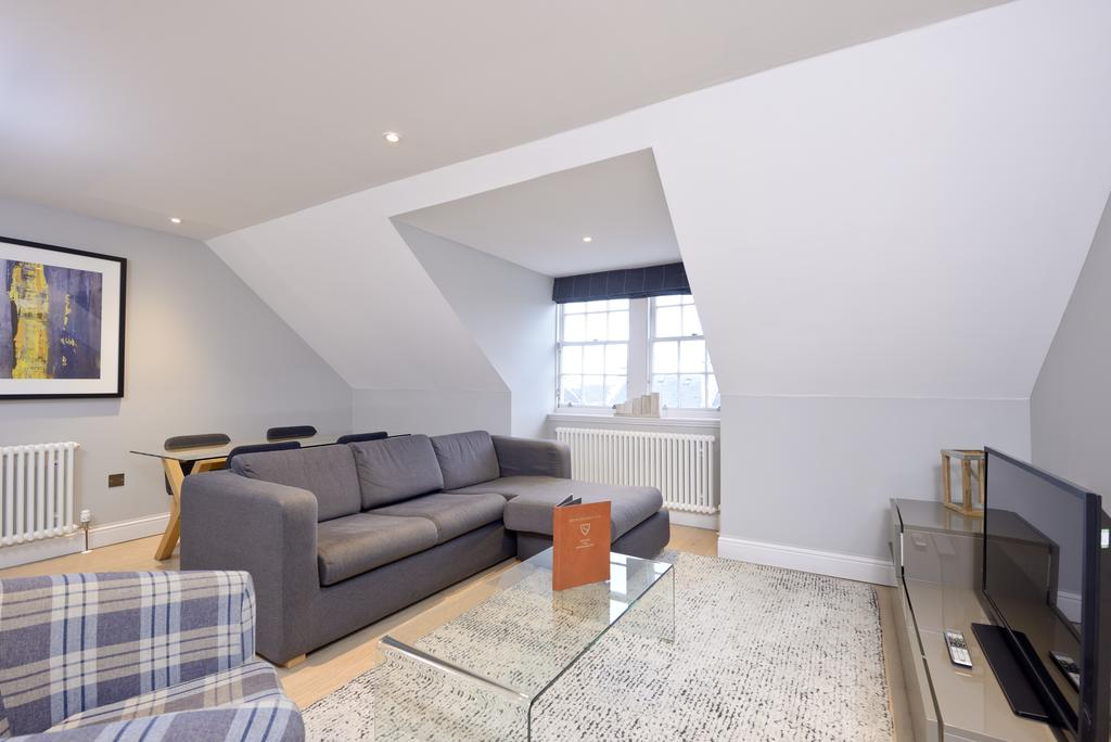 Self-Catering-Accommodation-Edinburgh---Hill-Street-Apartments---Edinburgh-Castle---Urban-Stay-11