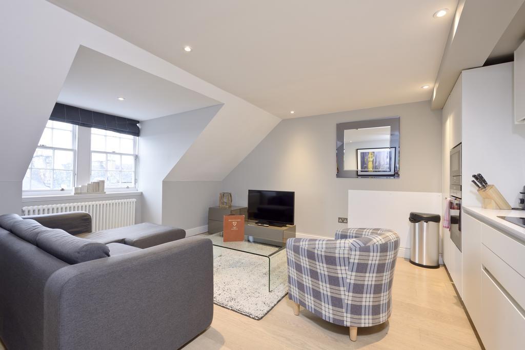 Self-Catering-Accommodation-Edinburgh---Hill-Street-Apartments---Edinburgh-Castle---Urban-Stay-12