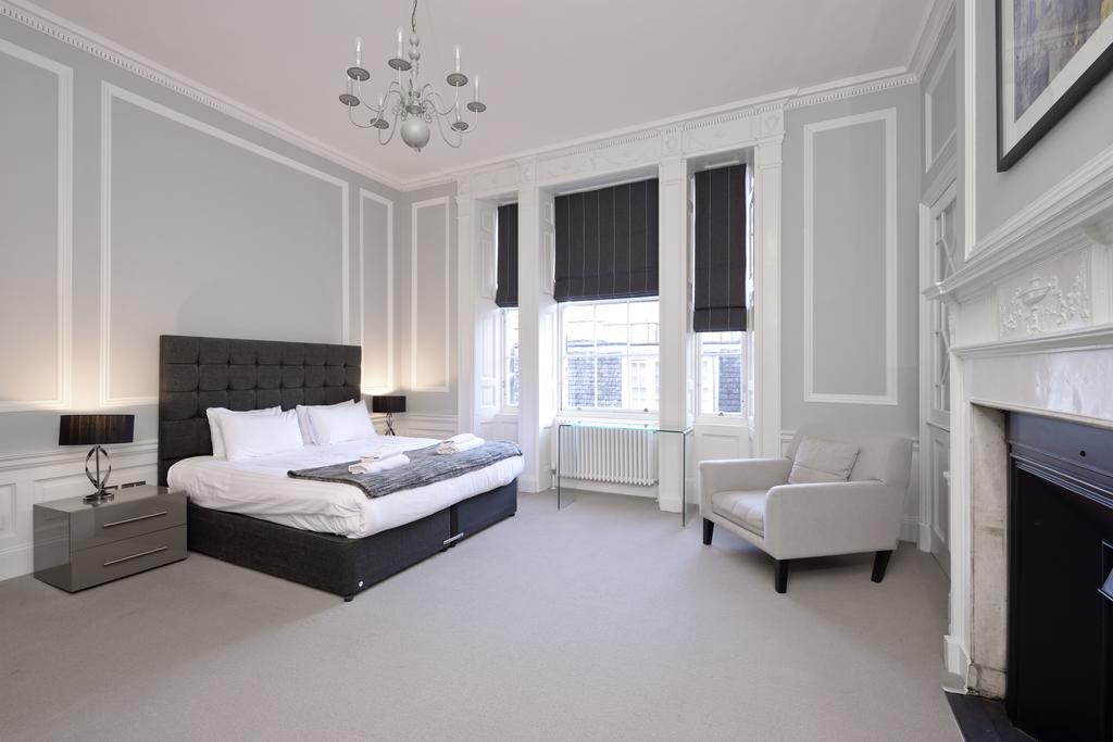 Self-Catering-Accommodation-Edinburgh---Hill-Street-Apartments---Edinburgh-Castle---Urban-Stay-13