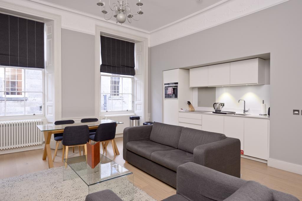Self-Catering-Accommodation-Edinburgh---Hill-Street-Apartments---Edinburgh-Castle---Urban-Stay-14