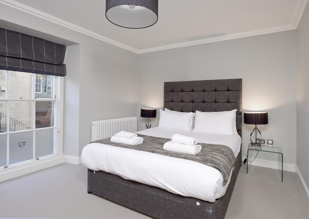 Self-Catering-Accommodation-Edinburgh---Hill-Street-Apartments---Edinburgh-Castle---Urban-Stay-16