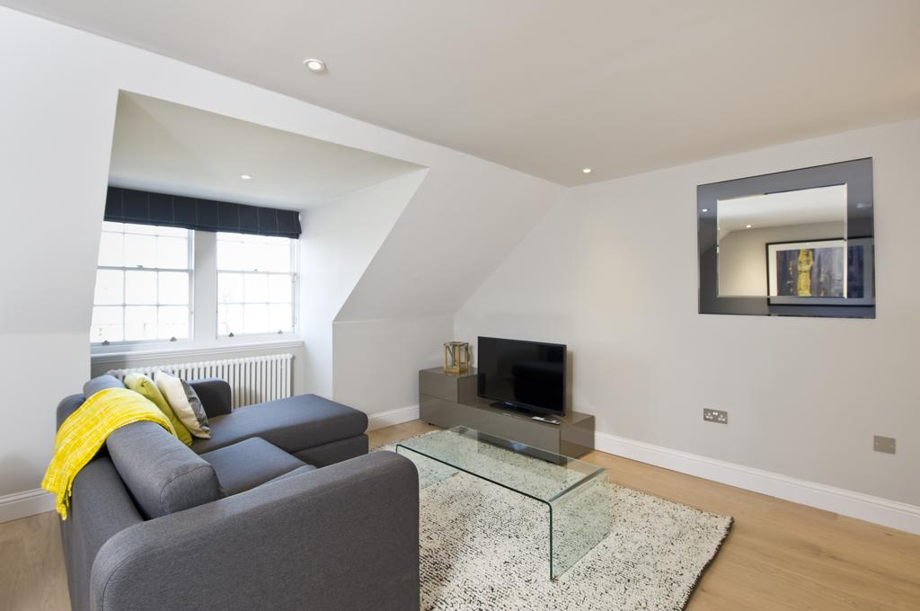 Self-Catering-Accommodation-Edinburgh---Hill-Street-Apartments---Edinburgh-Castle---Urban-Stay-19
