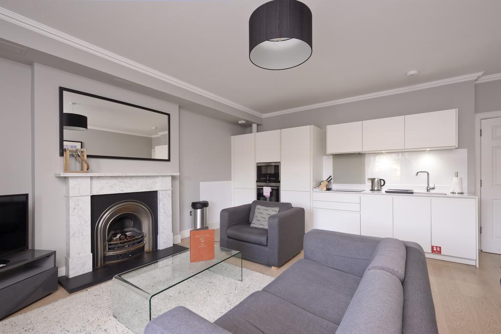 Self-Catering-Accommodation-Edinburgh---Hill-Street-Apartments---Edinburgh-Castle---Urban-Stay-2