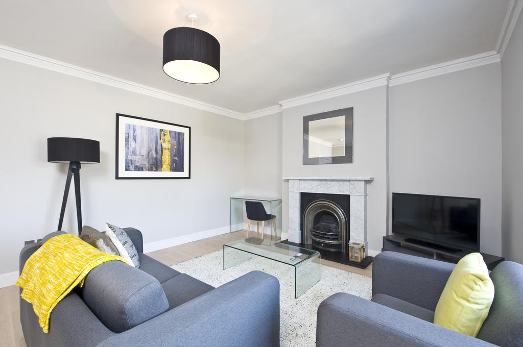 Self-Catering-Accommodation-Edinburgh---Hill-Street-Apartments---Edinburgh-Castle---Urban-Stay-22
