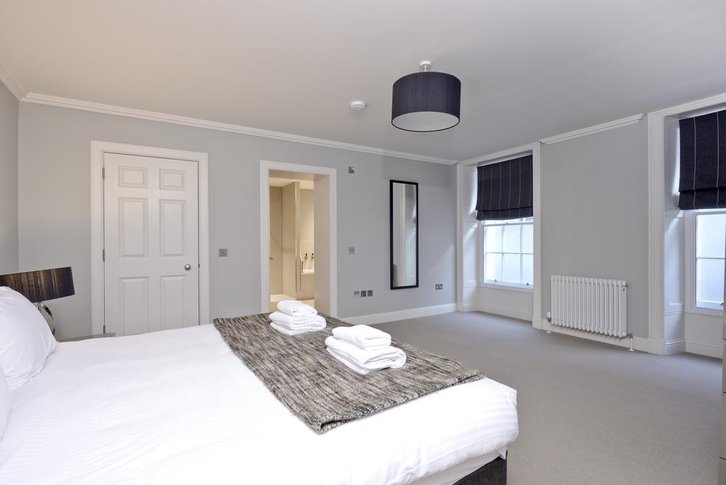 Self-Catering-Accommodation-Edinburgh---Hill-Street-Apartments---Edinburgh-Castle---Urban-Stay-3
