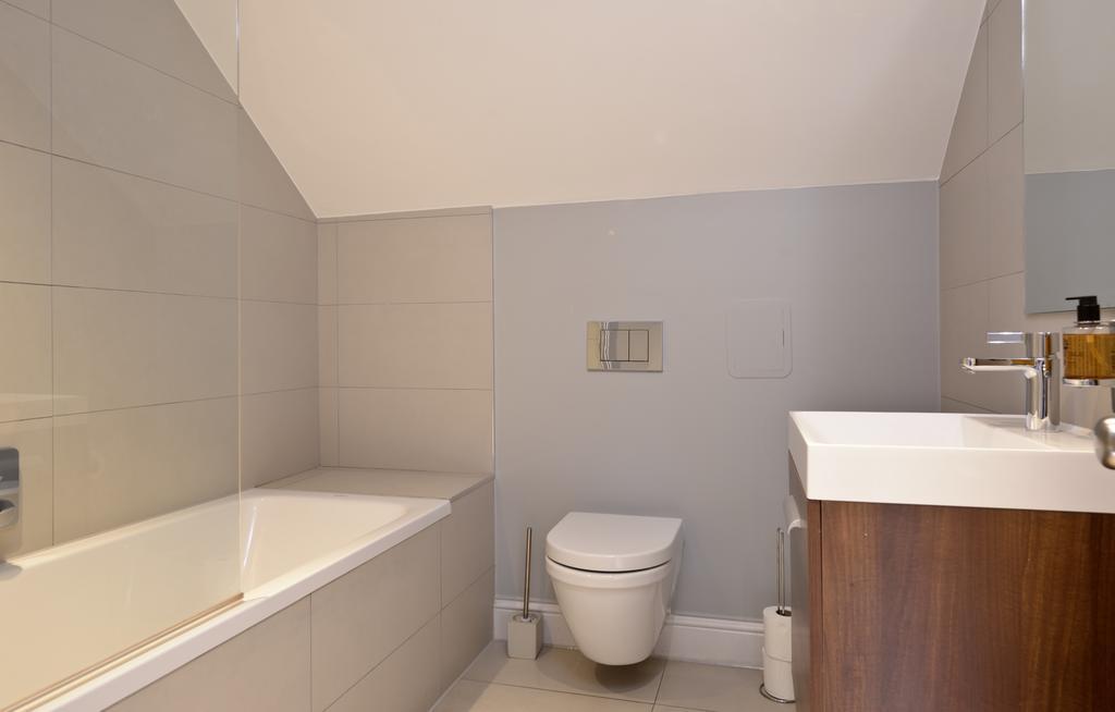 Self-Catering-Accommodation-Edinburgh---Hill-Street-Apartments---Edinburgh-Castle---Urban-Stay-5