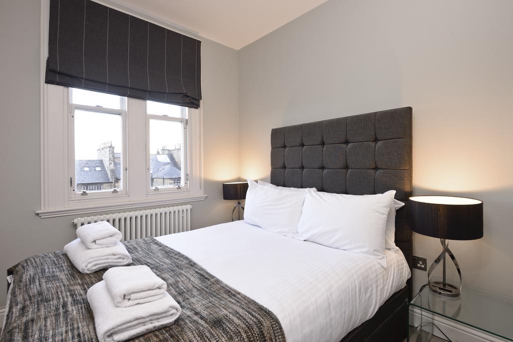 Self-Catering-Accommodation-Edinburgh---Hill-Street-Apartments---Edinburgh-Castle---Urban-Stay-6