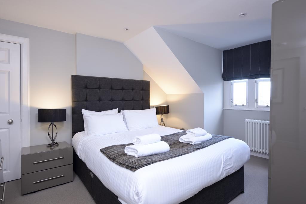 Self-Catering-Accommodation-Edinburgh---Hill-Street-Apartments---Edinburgh-Castle---Urban-Stay-7