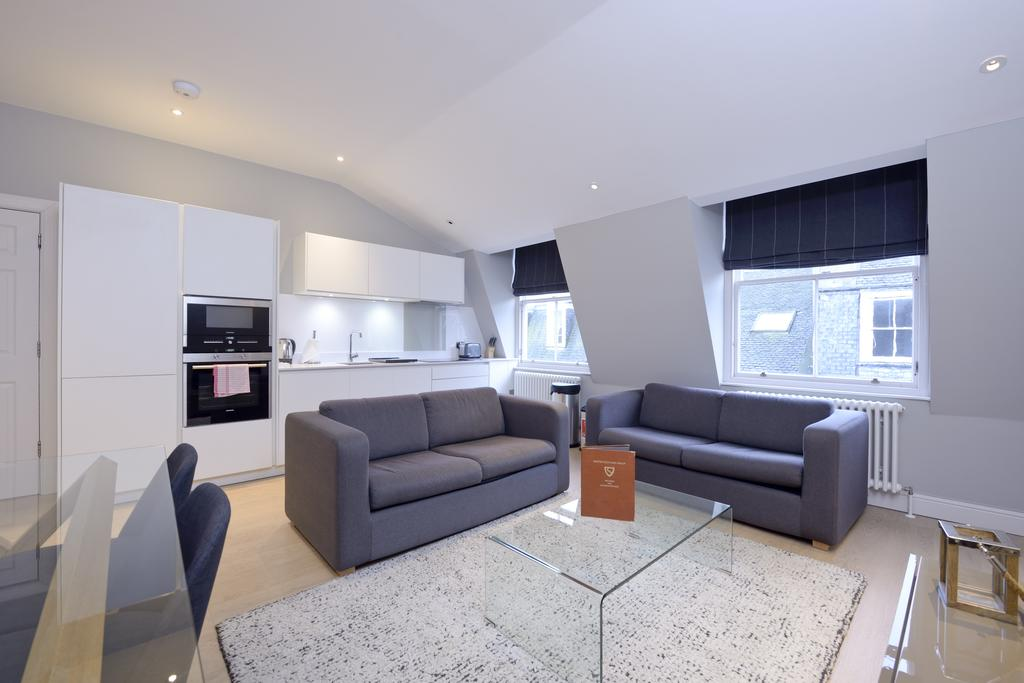 Self-Catering-Accommodation-Edinburgh---Hill-Street-Apartments---Edinburgh-Castle---Urban-Stay-8