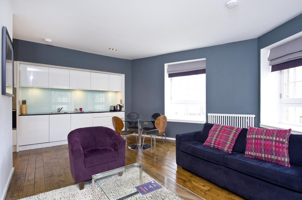 Self--catering-Accommodation-Edinburgh---Malt-House-Apartments---George-Street---Urban-Stay-19