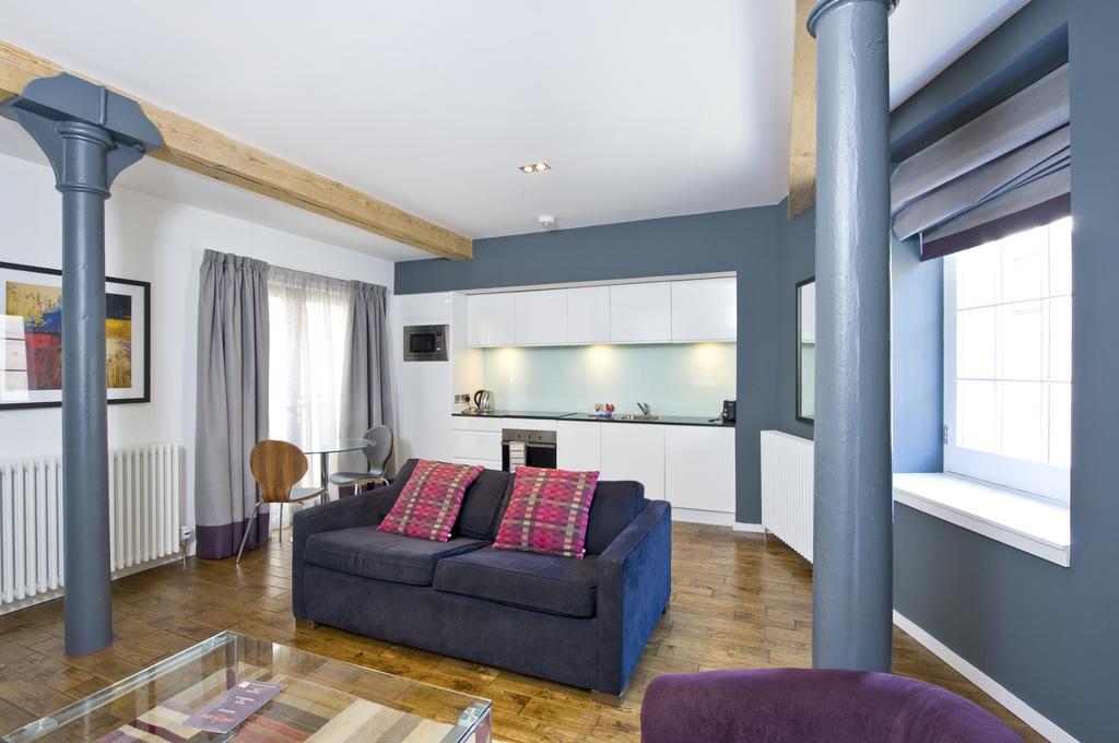 Self--catering-Accommodation-Edinburgh---Malt-House-Apartments---George-Street---Urban-Stay-22