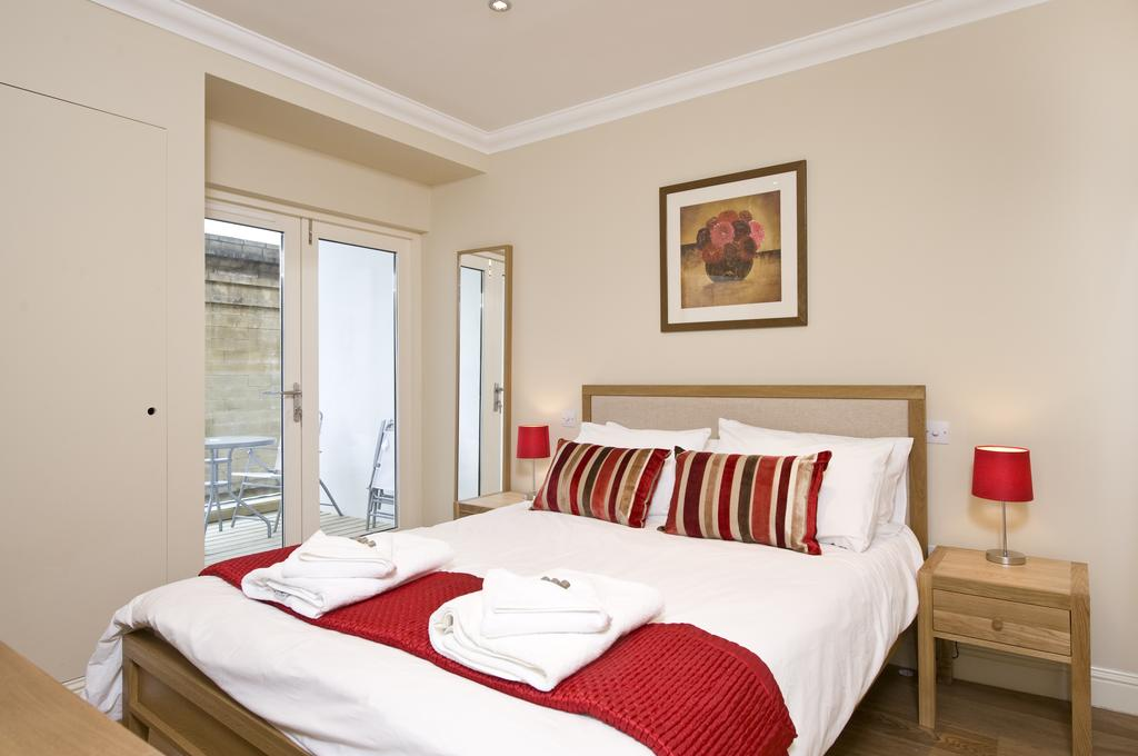 Self-catering-Apartments-Edinburgh---Thistle-Street-Apartments-Near-Murrayfield-Stadium---Urban-Stay-1