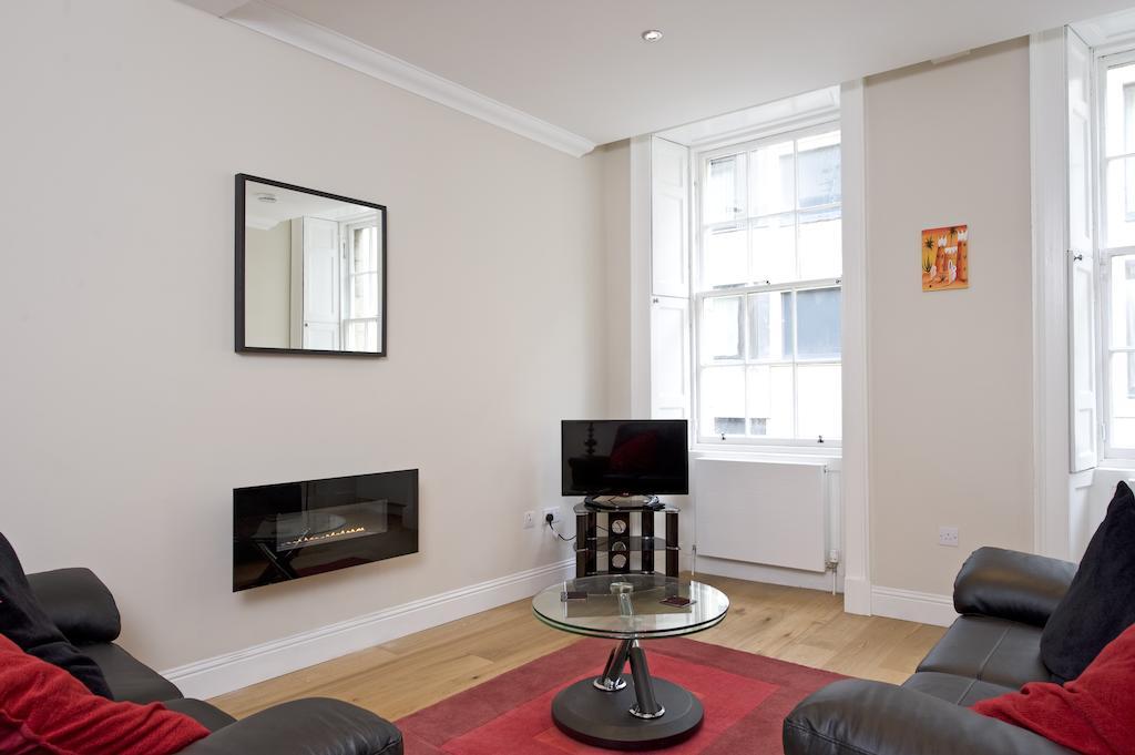 Self-catering-Apartments-Edinburgh---Thistle-Street-Apartments-Near-Murrayfield-Stadium---Urban-Stay-14