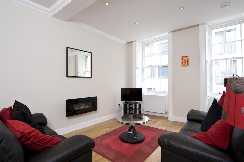 Self-catering-Apartments-Edinburgh---Thistle-Street-Apartments-Near-Murrayfield-Stadium---Urban-Stay-16