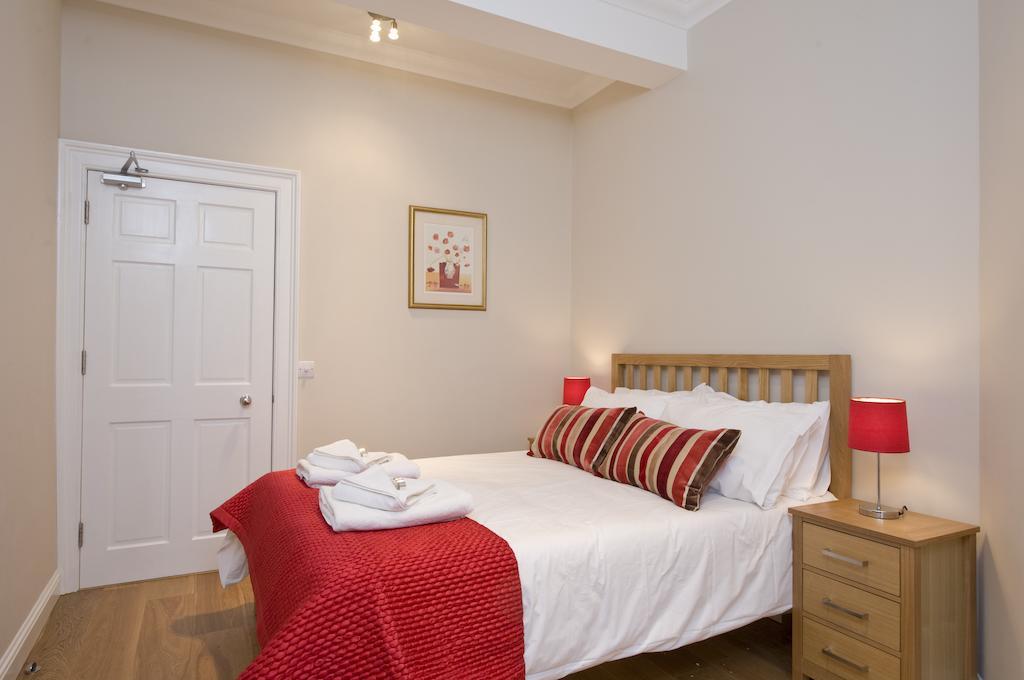 Self-catering-Apartments-Edinburgh---Thistle-Street-Apartments-Near-Murrayfield-Stadium---Urban-Stay-17