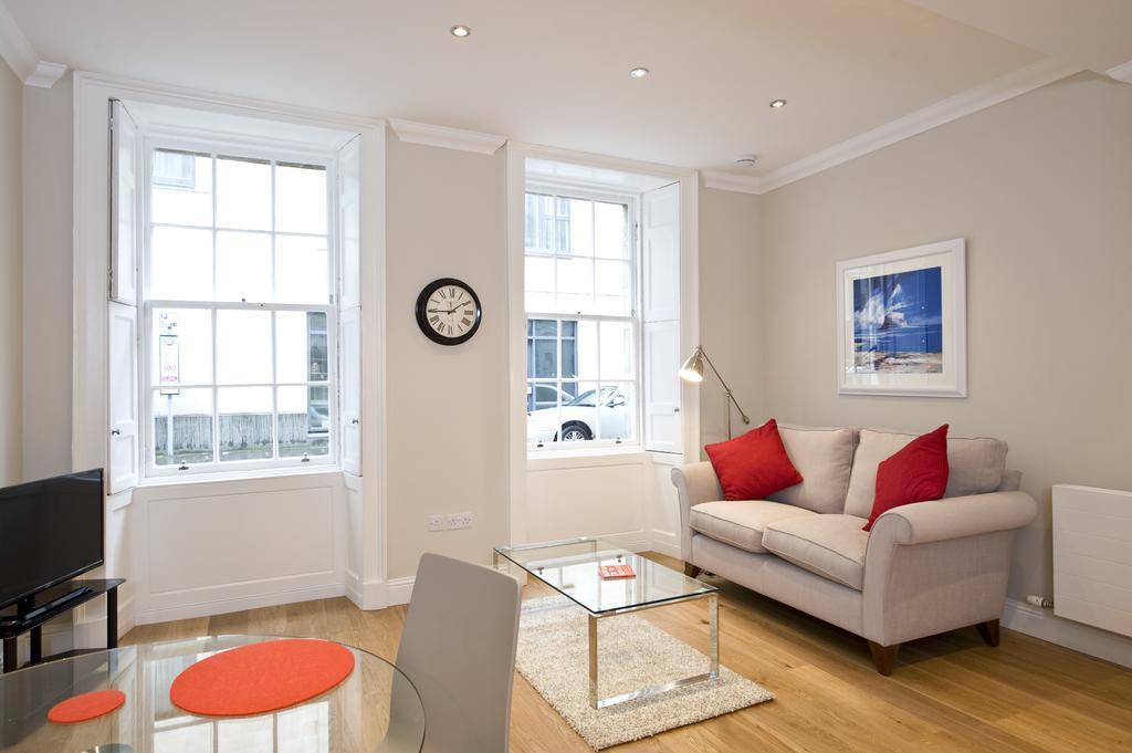 Self-catering-Apartments-Edinburgh---Thistle-Street-Apartments-Near-Murrayfield-Stadium---Urban-Stay-18
