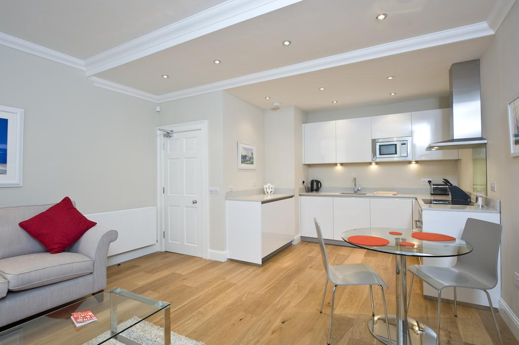 Self-catering-Apartments-Edinburgh---Thistle-Street-Apartments-Near-Murrayfield-Stadium---Urban-Stay-19