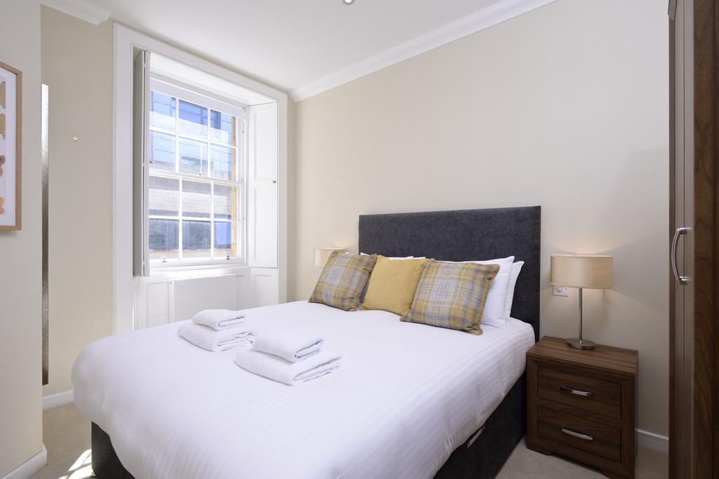 Self-catering-Apartments-Edinburgh---Thistle-Street-Apartments-Near-Murrayfield-Stadium---Urban-Stay-3