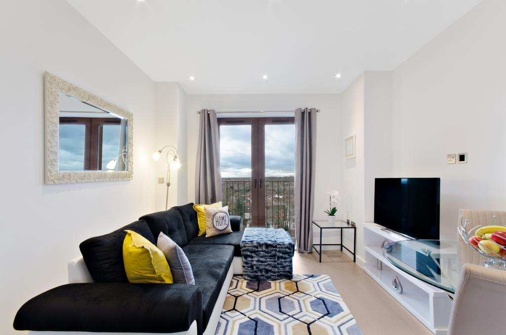 Serviced-Accommodation-St-Albans---Ziggurat-House-Apartments-- Grosvenor-Road---Urban-Stay-1