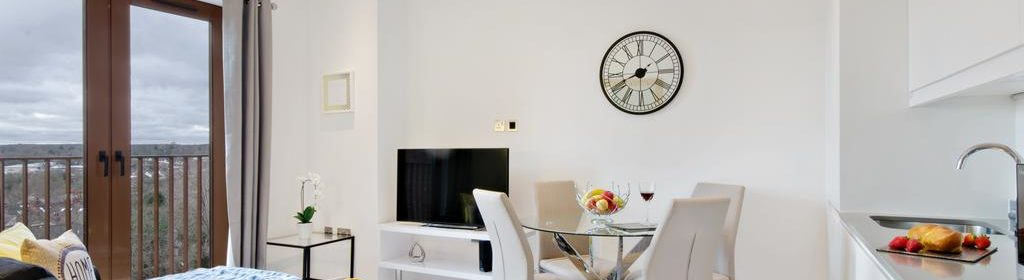 Serviced Accommodation St Albans - Ziggurat House Apartments-  Grosvenor Road - Urban Stay 3