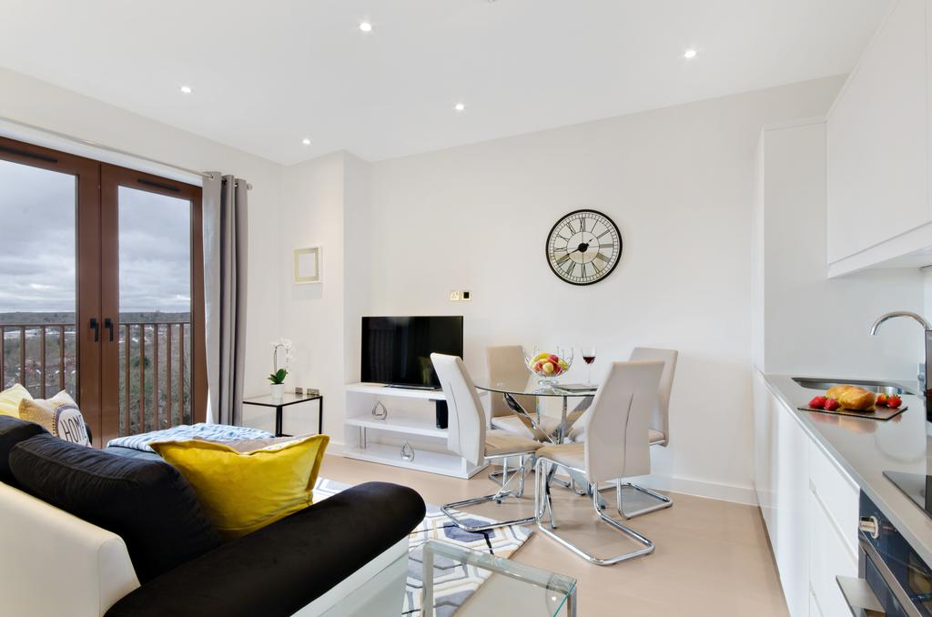 Serviced-Accommodation-St-Albans---Ziggurat-House-Apartments-- Grosvenor-Road---Urban-Stay-3