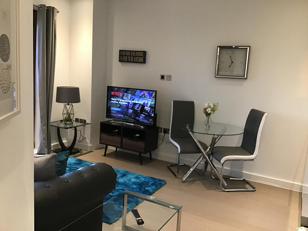 Serviced-Accommodation-St-Albans---Ziggurat-House-Apartments-- Grosvenor-Road---Urban-Stay-4