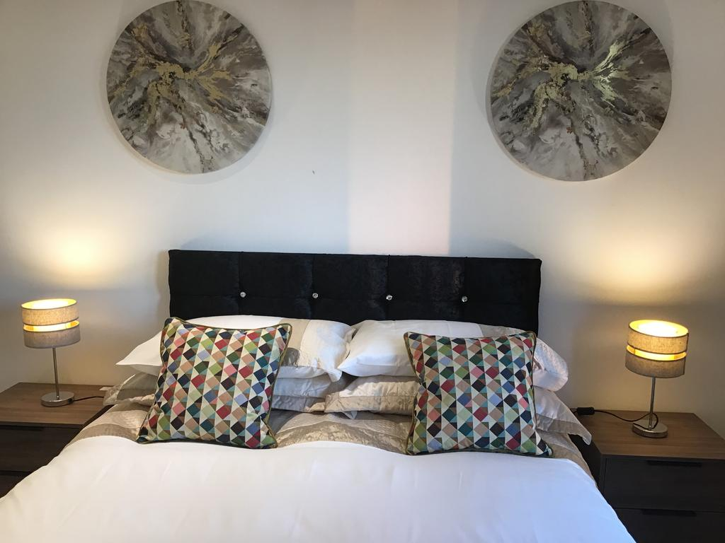 Serviced-Accommodation-St-Albans---Ziggurat-House-Apartments-- Grosvenor-Road---Urban-Stay-6