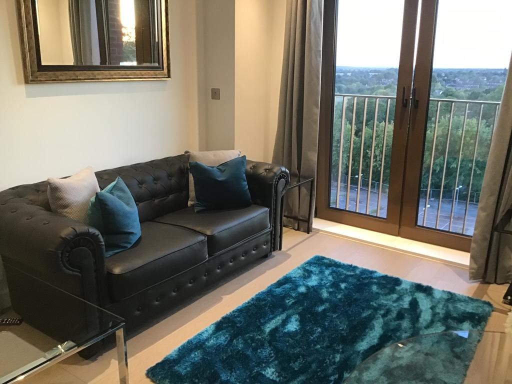 Serviced-Accommodation-St-Albans---Ziggurat-House-Apartments-- Grosvenor-Road---Urban-Stay-8