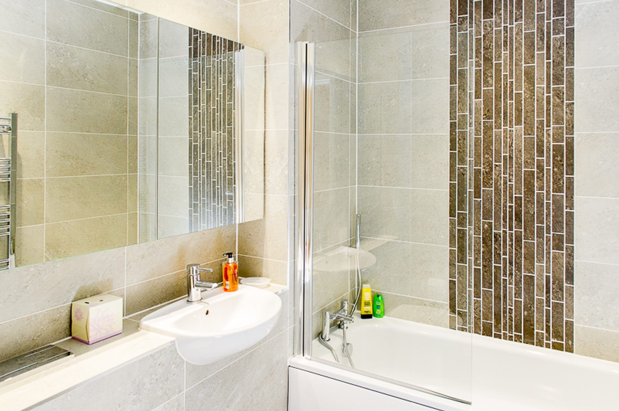 Book-Serviced-Accommodation-West-Drayton!-Available-now-Short-Let-Apartments-in-West-London.-Free-on-site-Parking-+-Private-Balcony/Terrace-I-All-Bills-Incl