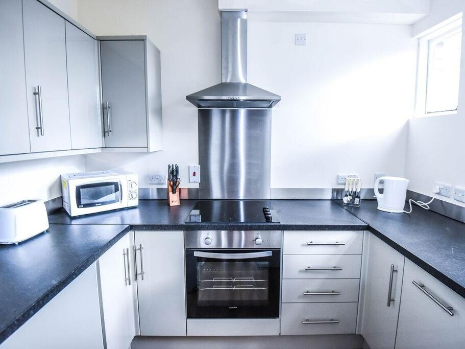Serviced-Accommodation-in-Hull---Kingston-Villas-Apartments---Pearson-Park-Hull---Urban-Stay-1